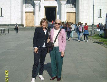 Испред Храма